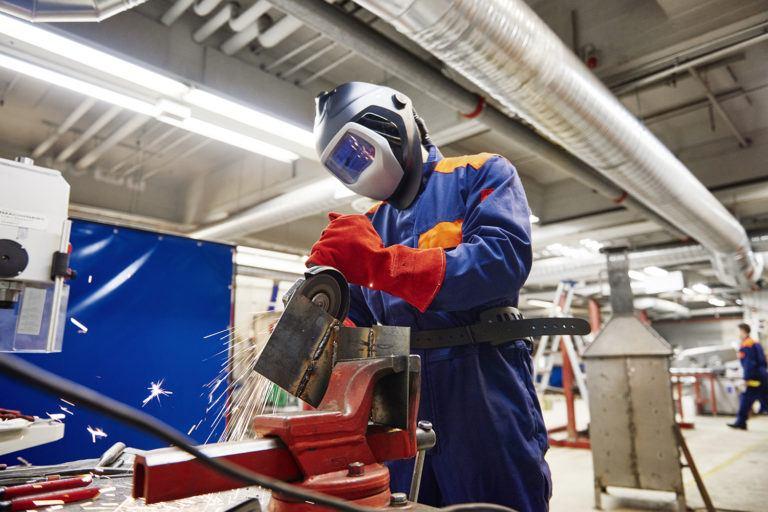 如何正确保存大批量采购的防静电工作服